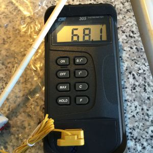 Digital pyrometer reads Celsius & Fahrenheit